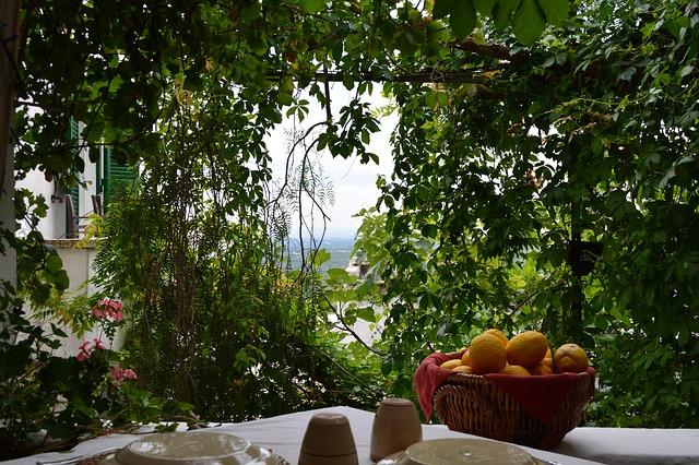 ostuni restaurant-692862_640